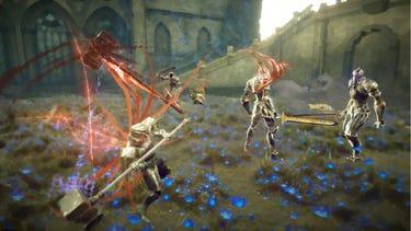 Un combat multijoueur dans lequel un héros armé d'un marteau se prépare à lancer une attaque lourde sur un ennemi en armure.