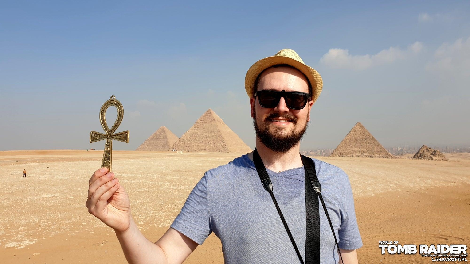 A photograph of Polish fansite webmaster Bartosz in Egypt