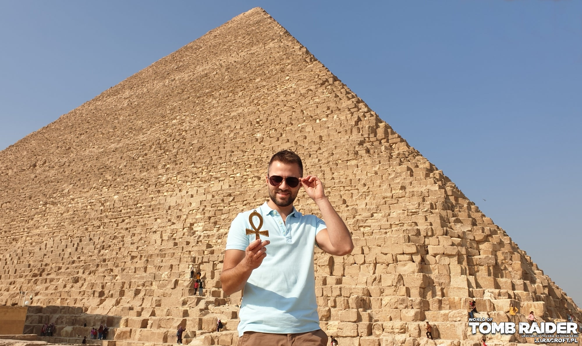 A photograph of Polish fansite webmaster Robert outside the Great Pyramid