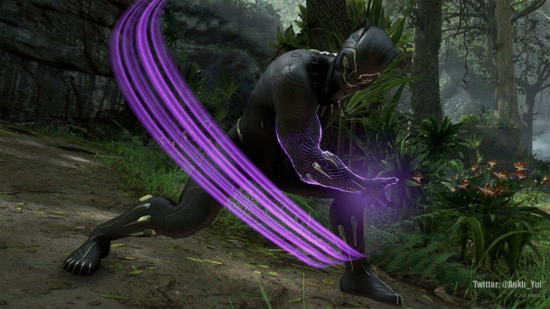 Una captura de pantalla de Black Panther con el atuendo inspirado en el Black Panther del UCM. Black Panther está entre las sombras de la jungla wakandiana. Sus brazos palpitan con energía cinética mientras corta el espacio vacío que tiene delante.